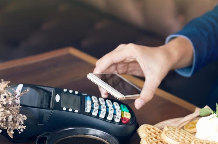 смартфон як  касовий апарат,   оплата покупок на планшеті