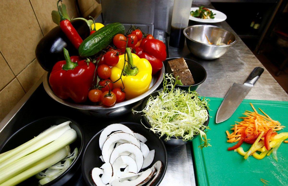Борщ з молодими овочами