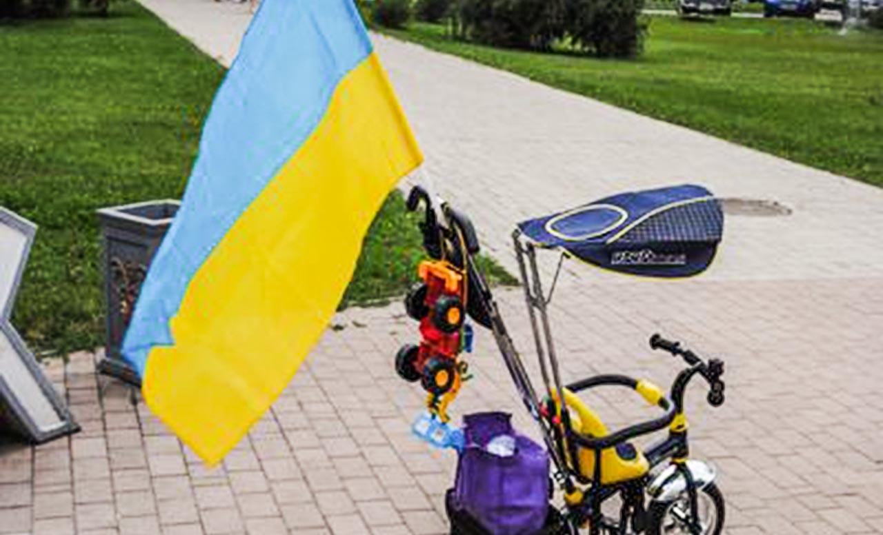 прапор україни на велосипеді